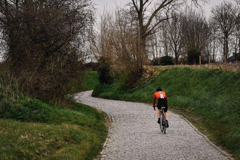 Het publiek moest in de Ronde van Vlaanderen wegblijven van de Kwaremont. Beeld BELGA