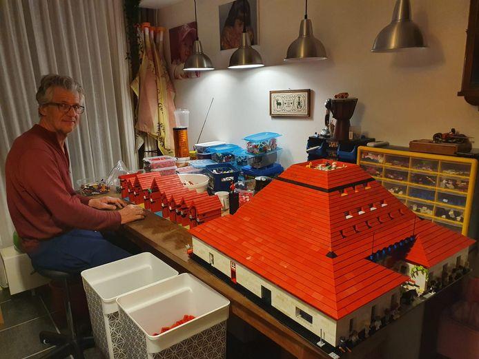 Jacques Beemsterboer uit Doesburg bouwt een stad van Lego.