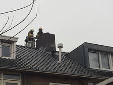 Brandweer blust schoorsteenbrand in Rozendaal