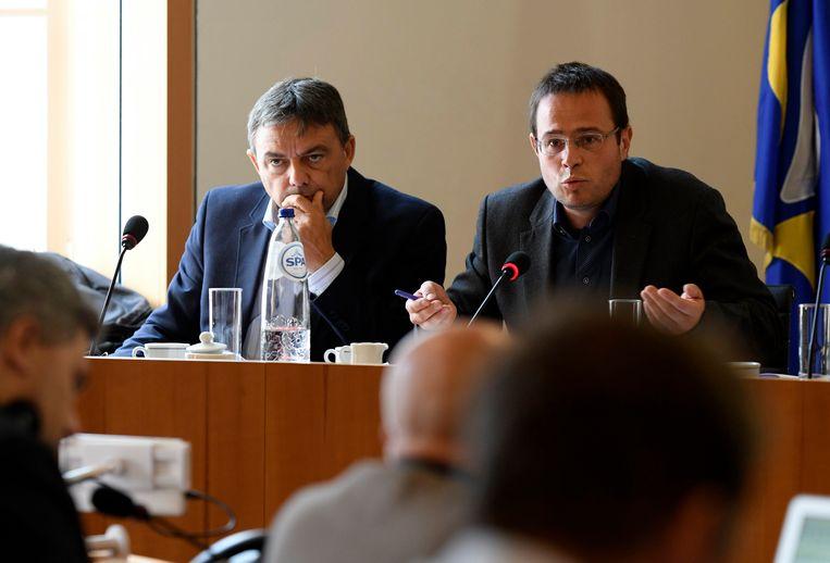 Permanente vertegenwoordigers Wilbert Stoefs en Stéphane Vanommeslaeghe in de commissie Samusocial. Beeld Photo News