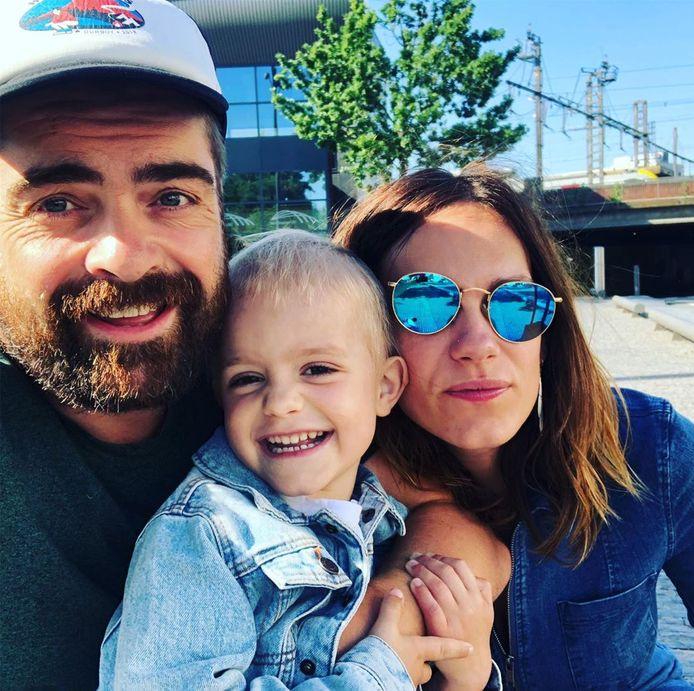 Pedro Elias met vriendin Evelien Broekaert en zoontje Rover.