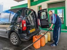 Waarom de benzineprijs blijft stijgen: 'Het wordt nog erger'