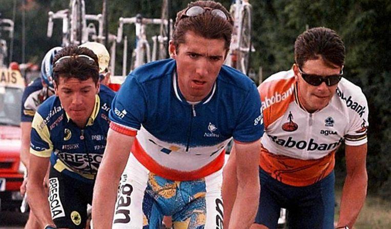 Danny Nelissen (r) met Stephane Heulot (m) en Mario Piccoli (l), in de Tour de France van 1996. Beeld anp