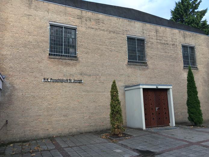 Op de parochiekerk aan de Nieuweweg in Lochem komen zonnepanelen.
