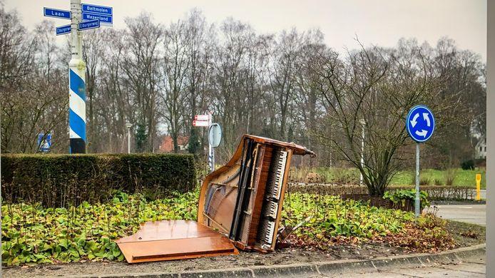 De piano op de rotonde in Nunspeet.