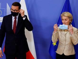 EU hoopt op redelijk gesprek, maar Poolse premier vliegt er vol in: 'U ondermijnt democratie'