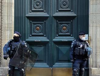 Meer dan honderd mensen op de bon in illegaal geopend restaurant in Parijs