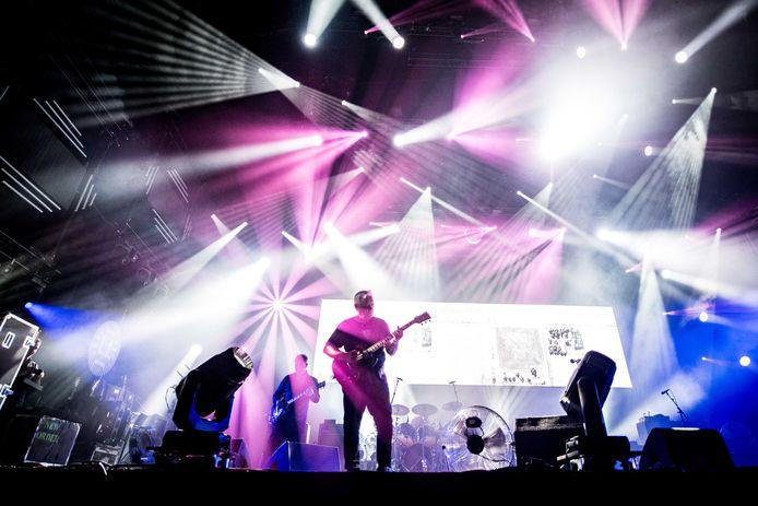 New Order treedt op tijdens de derde dag van de 27e editie van muziekfestival A Campingflight to Lowlands Paradise.