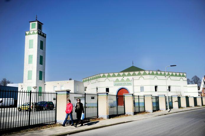 Naar de moskee in de Tweede Emmastraat werd twee jaar geleden een molotovcocktail gegooid.