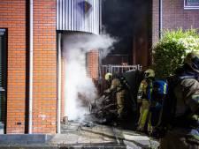Bewoners moeten huis uit door brandende motor voor de deur in Nieuwegein