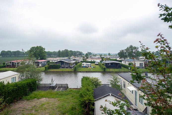 Tetteroo Bouw & Projectontwikkeling gaat camping Bovensluis bij Willemstad omvormen tot een recreatiepark met luxe vakantiewoningen. Huurders voelen zich niet serieus genomen.