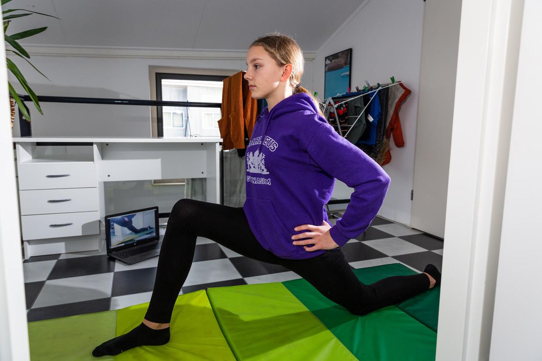 Silve (13 jaar) is de dochter van Jan van Mersbergen. Op dinsdag turnt ze online, op zaterdag krijgt ze momenteel buiten turnles. Silve zit in de tweede klas van het Barlaeus Gymnasium in Amsterdam.