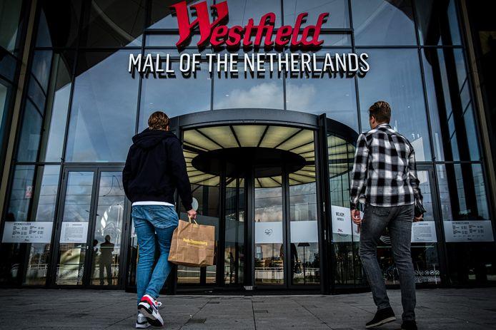 Sinds de opening een jaar geleden is het grootste overdekte winkelcentrum van Nederland mega populair.