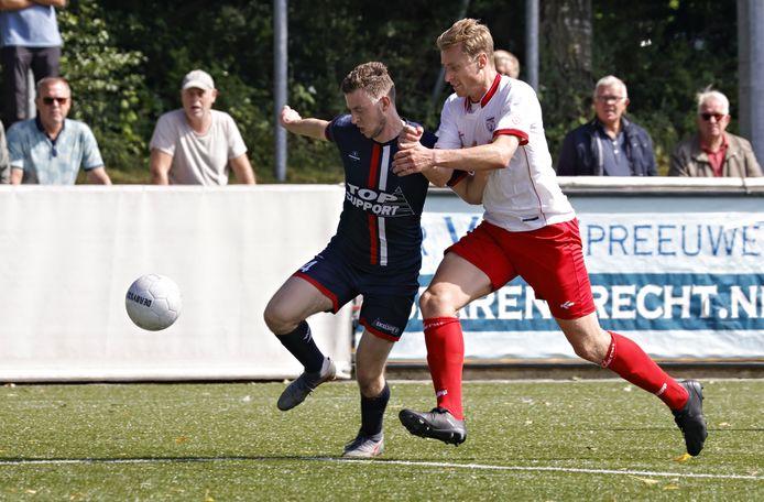 Excelsior'31-speler Pim ten Have (links) was tegen Stedoco dicht bij de openingstreffer, maar het duel bleef steken op 0-0.