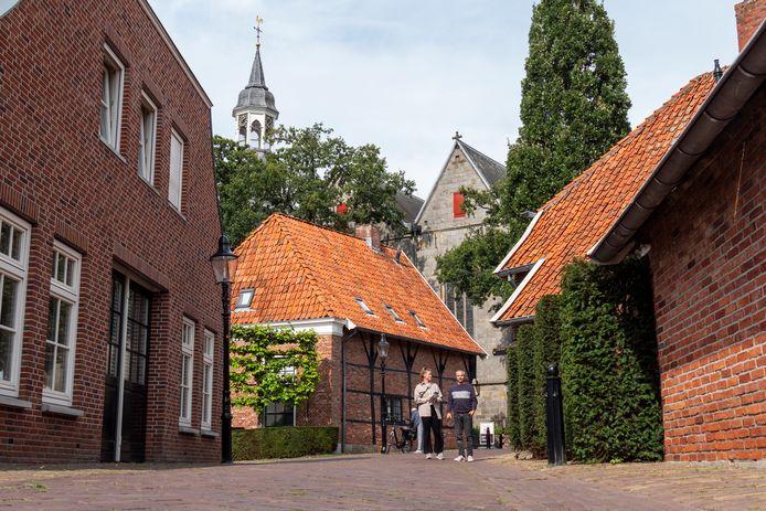 Marlou Jacobs en Godfried van Loo eerder dit jaar onderweg in Ootmarsum.
