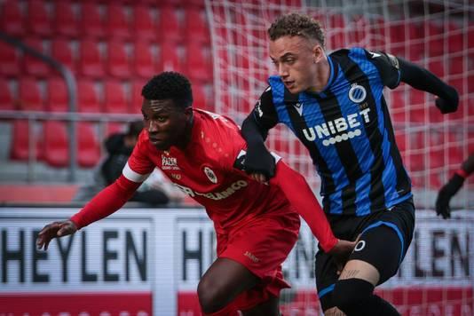 Noa Lang in actie tegen Antwerp.