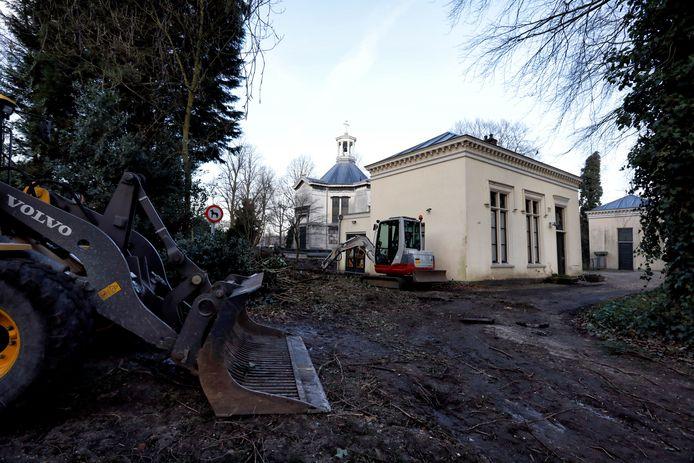 De beheerderswoning op de rooms-katholieke begraafplaats in Schiedam krijgt een opknapbeurt.