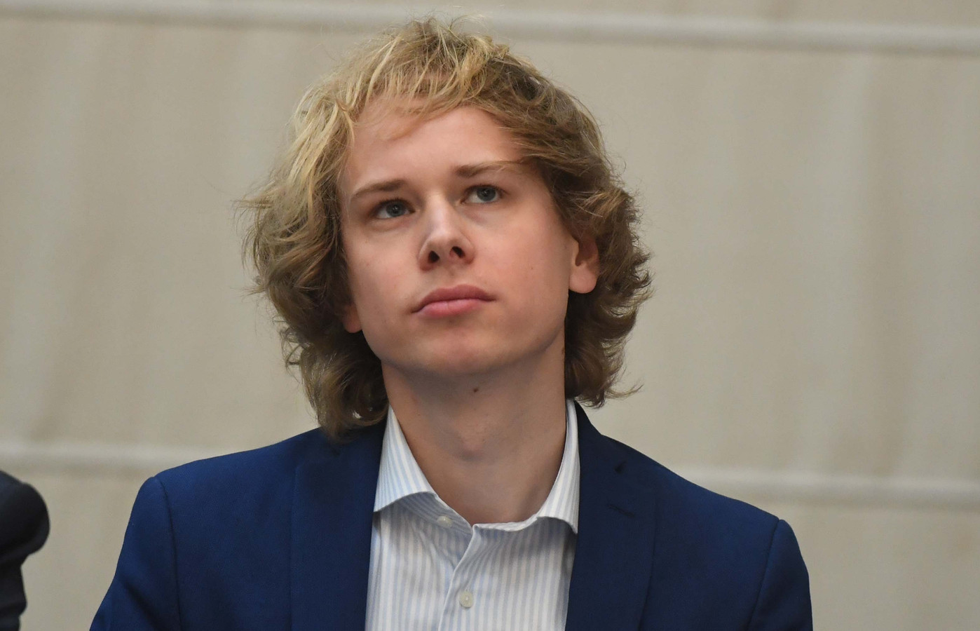 Schepen Thomas Van Oppens kondigt het einde van de roze zak aan in Leuven.