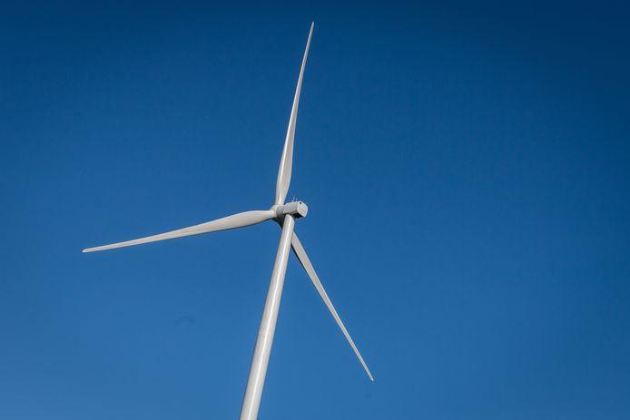 Technisch gezien zou neerzetten van windmolens bij Esch kunnen, maar de daarvoor geschikte plekken zijn niet groot genoeg voor minimaal drie turbines.