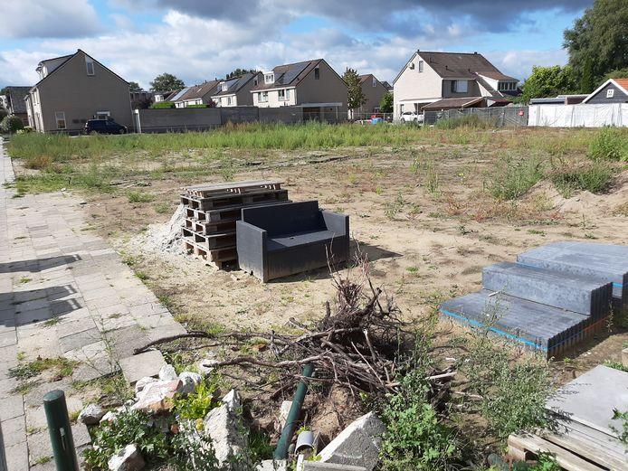 De Ireneschool, die jarenlang leeg stond op het terrein aan de Schoolstraat, is inmiddels gesloopt. Op het terrein komen zes levensloopbestendige woningen.