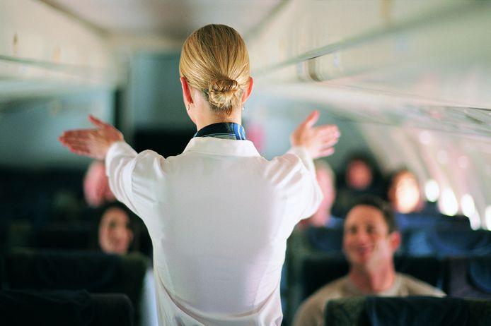 """""""Ik vind dat die rok autoriteit en klasse uitstraalt naar de passagiers toe."""" Martine*  werkt al 34 jaar als stewardess en heeft zo haar bedenkingen bij de nieuwe dresscode van SkyUp."""