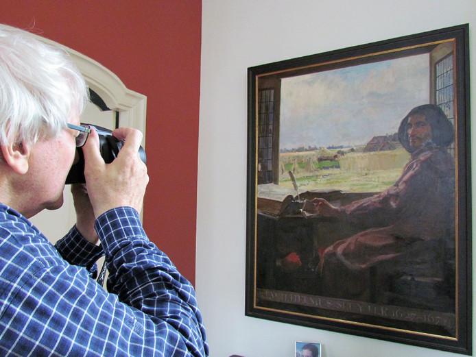 Een fotograaf van museum De Scheper legt in Utrecht het tot nu toe onbekende Sluiterschilderij vast.