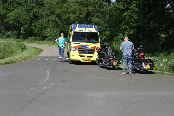 De motorrijder ging onderuit op de kruising van de Fliermatenweg met de Beusebergerweg.