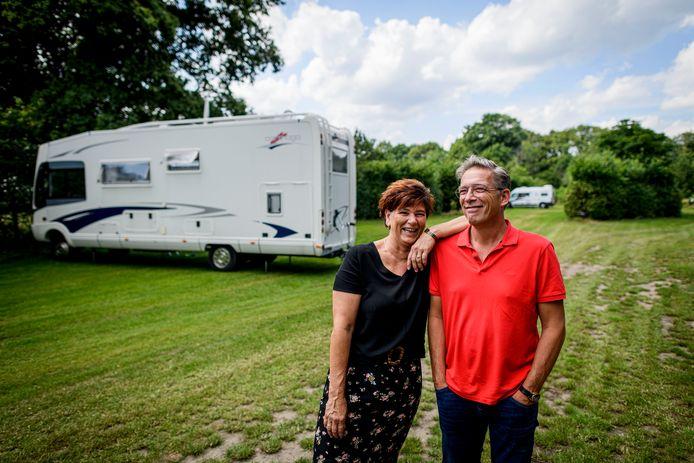 Rob en Carola de Leeuw van camperplaats De Huurne. Veel groen en alles dichtbij.