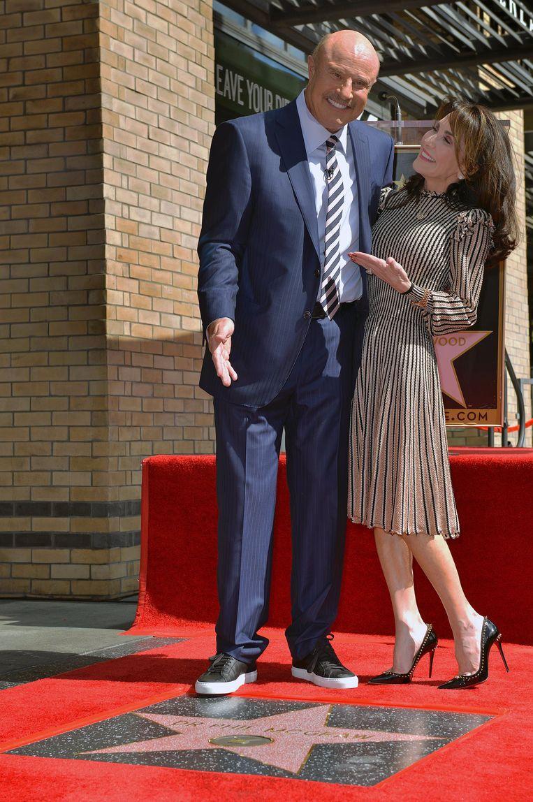 Dr. Phil McGraw en zijn echtgenote Robin McGraw bij zijn ster op de Walk of Fame