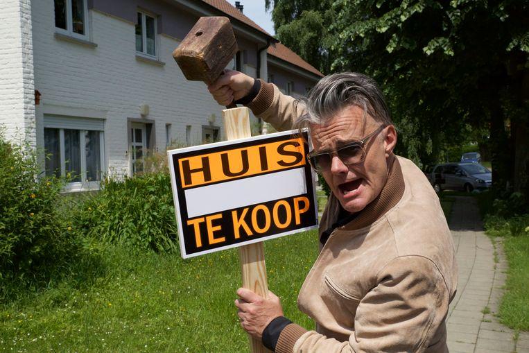 Marcel Vanthilt is terug van even weggeweest met Wonen.tv, een nieuw programma over 'wonen in al zijn aspecten'. Beeld © VRT Arne Rombouts