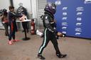 Lewis Hamilton druipt af na een teleurstellende kwalificatie.
