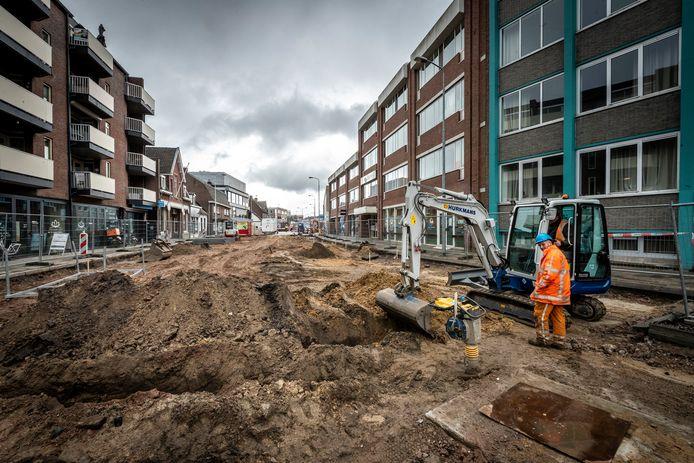 Het werk aan de herinrichting van de Geldropseweg in Eindhoven is begonnen aan de zijde van de Vestdijk.