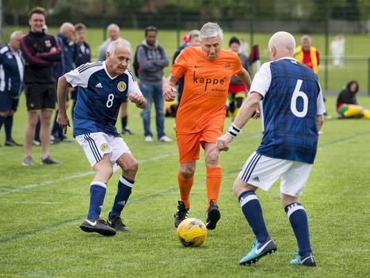 Voormalig Ajax-speler Sjaak Swart komt namens Oranje uit tijdens het WK Walking Football.