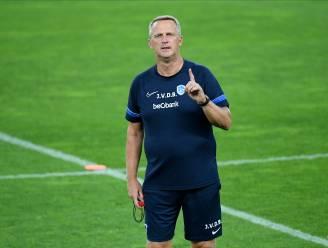"""Van den Brom voor eerste duel in de Europa League: """"Voetballend was ik niet heel erg onder de indruk van Rapid, maar het is een ploeg die met het hart speelt"""""""