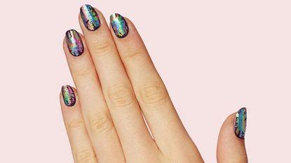 Nieuwe en makkelijke nageltrend: de Oil Slick Nails