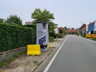 Superflitspaal staat in de Durmstraat in Lievegem