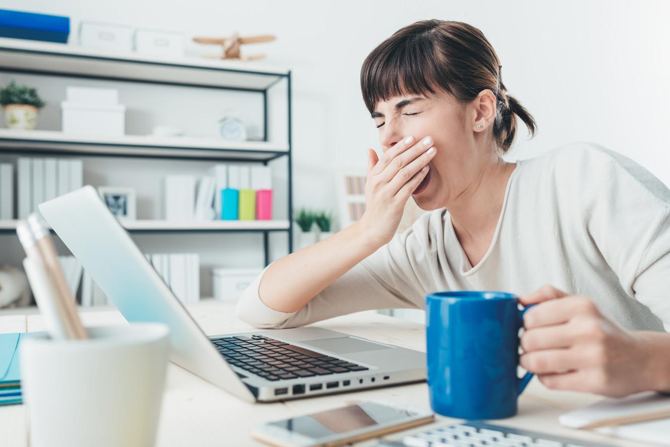 Niet zelden drinken mensen koffie om wakker te blijven.
