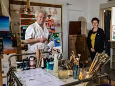 Deventer kunstenaars Fikret en Lies dreigen hun ateliers te verliezen: 'Er wordt over ons heen gewalst'