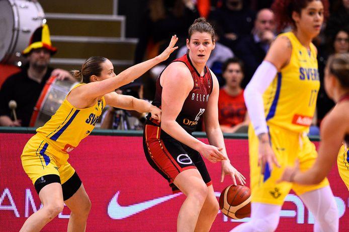 Kyara Linskens (m.) wil in topvorm naar het EK en de Olympische Spelen na een blessure die haar zes maanden aan de kant hield.