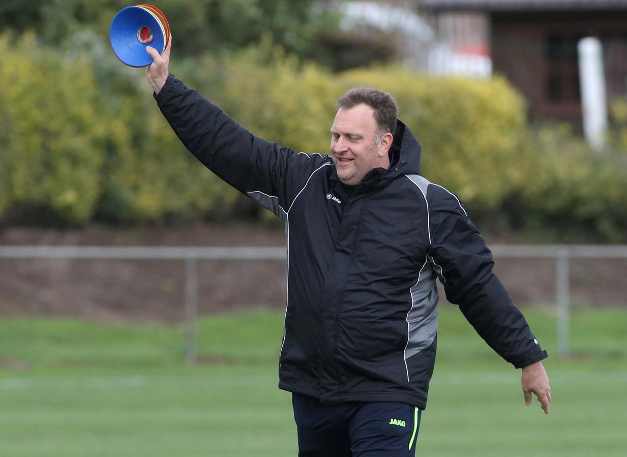 Pedro Nolf als trainer bij SK Nieuwkerke.