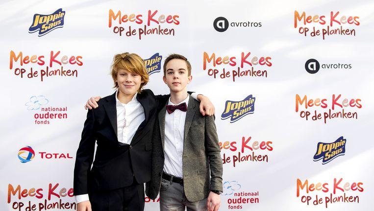 Castleden Felix Osinga (links) en Brent Thomassen op de rode loper tijdens de premiere van de Nederlandse familiefilm Mees Kees op de Planken. Beeld anp