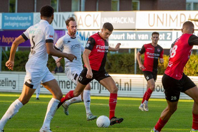 Voetbal 2de divisie. De Treffers Groesbeek - ASWH uit Hendrik-Ido-Ambacht.