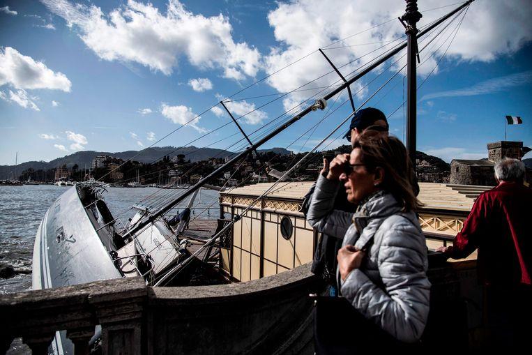 Bewoners en toeristen vergapen zich aan het surreële schouwspel. Beeld AFP