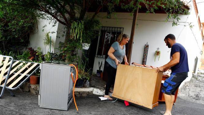 Lavastromen La Palma naderen zee, experts waarschuwen voor dampen