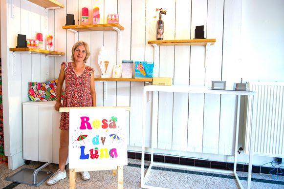 Hilde in haar nieuw winkeltje in Wuustwezel, genoemd naar haar twee dochters.