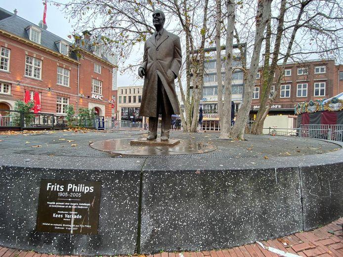 Het beeld van Frits Philips op de Eindhovense Markt.