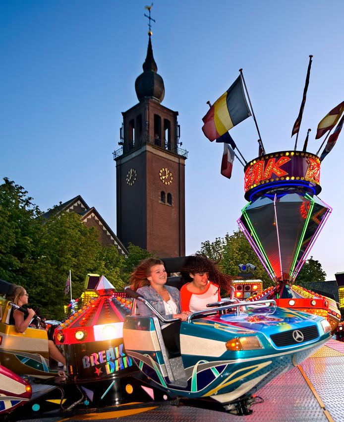 De kermis in Zevenbergen is van oudsher verbonden aan de  Bartholomeuskerk op de Markt. Maar de attracties kunnen volgend jaar niet terecht in het centrum vanwege het opengraven van de haven.