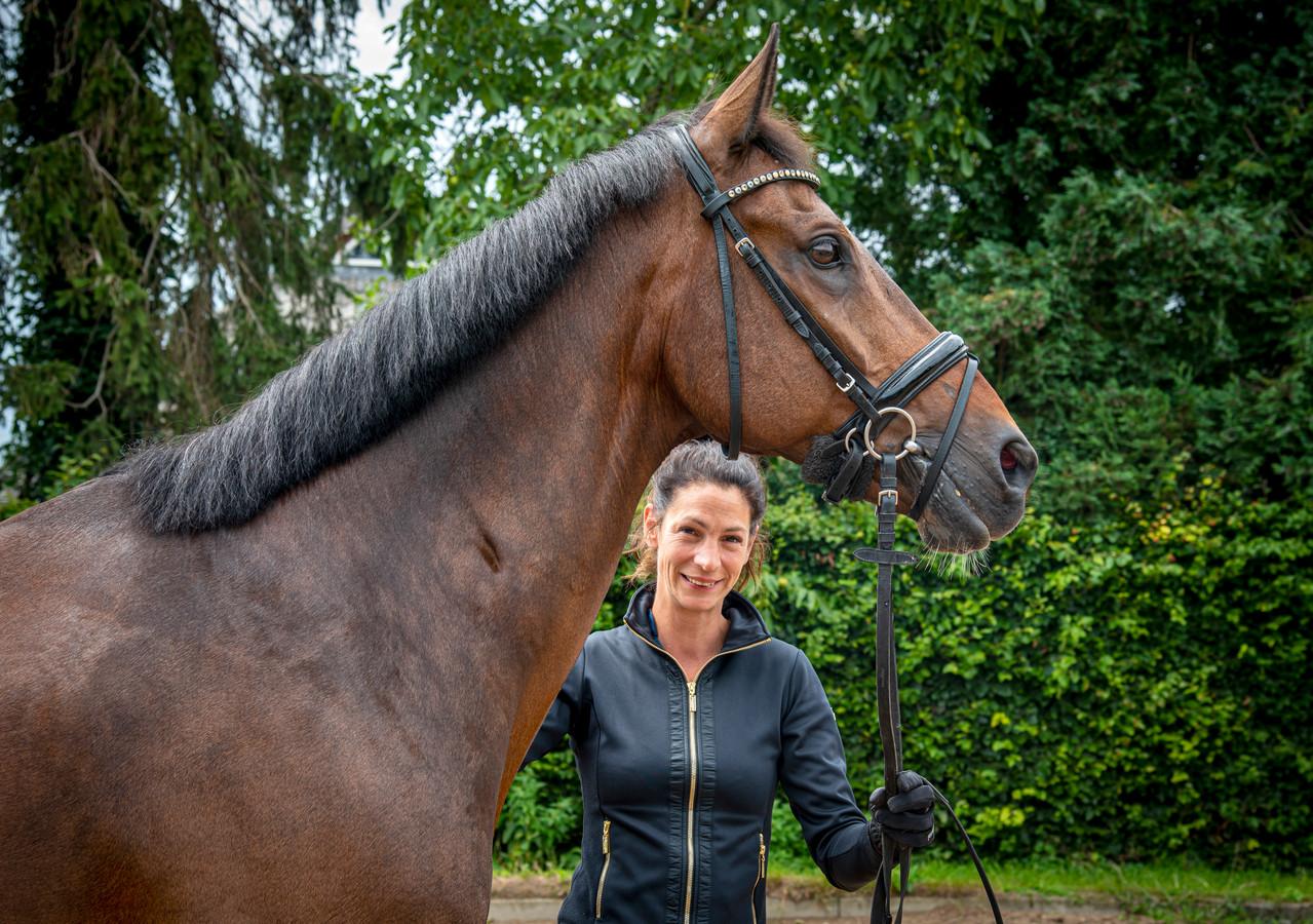Hanneke Ariëns met haar paard Exclusive, die met de Japanner Sho Inaba mee zal doen aan de Paralympische Spelen.
