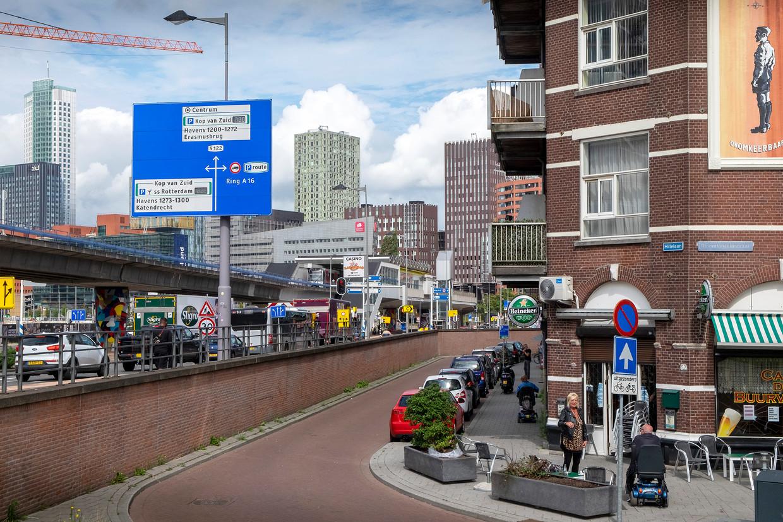 De Afrikaanderwijk in Feijenoord in Rotterdam-Zuid. Vastgoedbeleggers zoeken in toenemende mate hun heil in de havenstad wat ook hier leidt tot snel stijgende prijzen. Beeld Hollandse Hoogte / Hans van Rhoon