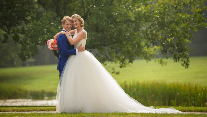 De trouwfoto van Epke en Linda.